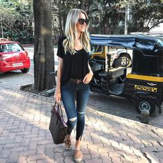 Classic outfit - black tee, skinny jeans, tan leather espadrilles, and Louis Vuitton Neverfull tote bag
