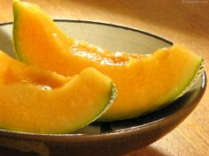 Cantaloupe - Freshness and Health Through Summer Days. Cantaloupe is a perfect food that provides freshness and health through the summer days. Cantaloupe Health Benefits, Health And Fitness Tips, Health And Wellbeing, Lchf Diet, Those Recipe, Perfect Food, Vitamin C, Fruits And Vegetables, Love Food