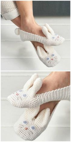 Crochet animals 505106914456987899 - Crochet Animal Slippers Free Patterns The Best Collection Source by marielamberty Crochet Slipper Pattern, Booties Crochet, Crochet Bunny, Crochet Slippers, Cute Crochet, Crochet Animals, Easy Crochet, Knitting Patterns, Crochet Patterns