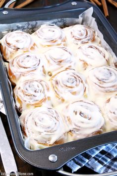 This Super Soft Cinnamon Rolls Recipe is incredibly fluffy, moist, and irresistible. It is proven to be a no-fail go-to recipe that is loved by everyone! Best Cinnamon Roll Recipe, Cinnamon Rolls From Scratch, Best Cinnamon Rolls, Cinammon Rolls, Sandwiches, Baked Rolls, Sweet Buns, Dessert Recipes, Top Recipes