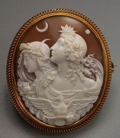 Allegory of the Day and Night | Sardonyx Shell, 15 k gold tested. Circa 1850, Italy