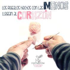 Los regalos hechos con las manos, llegan al corazón, #ganchillo #crochet #croché #corazón #hilo #rosa #DIY #complementos #matraquillas #Punto #manualidades