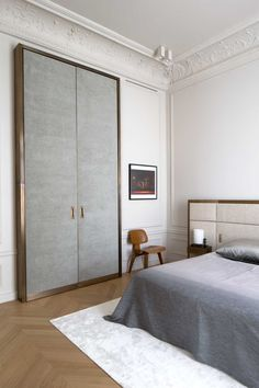 Apartment Trocadéro by Rodolphe Parente. Photo by Olivier Amsellem. - Model Home Interior Design Interior Exterior, Home Interior, Home Bedroom, Bedroom Decor, Paris Bedroom, Bedroom Furniture, Bedroom Wardrobe, Furniture Decor, Bedroom Ideas