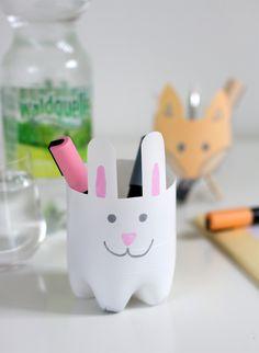 DIY for Kids: Stiftehalter aus Plastikflaschen - we love handmade Our Love, Diy For Kids, Diys, Handmade, School, Home Decor, Diy School, Kids Diy, Plastic Bottles