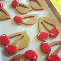 cherry cookie tutorial Pinned By: http://www.cookiecuttercompany.com/ #cherry #decorated #cookie