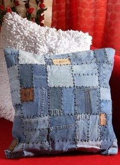 Making beautiful pillow covers with Denim jeans - DIY Discovers : denim-patchwork-cushion-cover Patchwork Denim, Patchwork Cushion, Denim Quilts, Patchwork Quilting, Quilted Pillow, Quilting Ideas, Jean Crafts, Denim Crafts, Diy Jeans