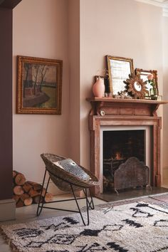– The interiors trend that's barely there – Nude Walls – Deko wohnung- Einrichtungsideen -Einrichtungstipps- Living Room Paint, Living Room Colors, Home Living Room, Living Room Decor, Rock N Roll Living Room, Peinture Little Greene, Little Greene Paint, Murs Roses, Room Color Schemes