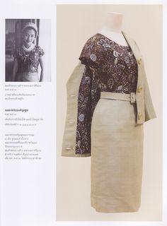 "Bloggang.com : haiku - หนังสือ ""งามสมบรมราชินีนาถ"" King Rama 9, Queen Sirikit, Her Majesty The Queen, Royal Dresses, Queen Dress, Queen Of Hearts, Royal Fashion, My King, Silk Dress"