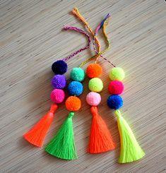 4 Aligned Cool Tips: Hand Bags Patterns Sweets hand bags men mk handbags.Hand Bags For Teens Style hand bags designer bottega veneta. Diy Craft Projects, Diy Crafts To Sell, Crochet Beard, Pom Pom Bag Charm, Tassel Purse, Pom Pom Crafts, Tassels, Things To Sell, Etsy