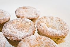 Linser med vaniljekrem, av Millas Mat (in Norwegian) Jam On, Jam Recipes, Shortbread, Tray Bakes, Quick Easy Meals, Doughnut, Raspberry, Dishes, Baking
