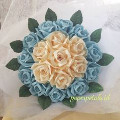💐💐💐💐 line : hannaaiueo Order : H-5 (7🌹) / H-12 (18🌹) 📍 bandung, id untuk saat ini order & pengiriman khusus daerah bandung saja . #bunga #bungakertas #bungabandung #bandung #bungawisuda #handcraft #mawar #mawarkertas #wisuda #wisudaunpar #wisudaitb #unpar #itb #jualan #papercraft #bouquet