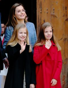 April King Felipe VI and Queen Letizia of Spain and their two daughters, Princess Leonor and Infanta Sofía, by Queen Sofía to attend the traditional Easter Mass at Catedral-Basílica de Santa. Easter Traditions, Two Daughters, Queen Letizia, Spain, Santa, King, Traditional, Princess, Couple Photos