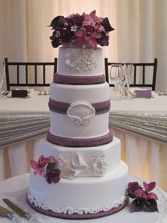lesley & andrew's pretty purple cake by schmish, via Flickr