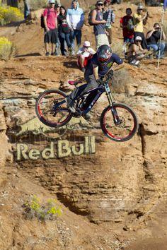 red bull rampage Freeride Mtb, Freeride Mountain Bike, Mountain Biking, Push Bikes, Cool Tech, Extreme Sports, Motocross, Red Bull, Bicycle