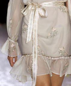 Luisa Beccaria at Milan Fashion Week Spring 2009 Fashion Moda, Fashion Week, Runway Fashion, High Fashion, Fashion Outfits, Womens Fashion, Fashion Fashion, Winter Fashion, Milan Fashion