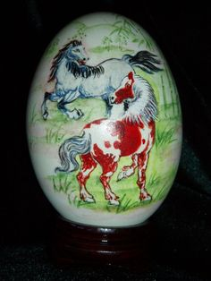 Acrylic painted goose egg of the horses, painted by band by me. It is a beautiful detail painting.    The egg has been evacuated, cleaned, and sealed. I