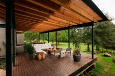 Spectacular Modern House Design Delights with Wood and Glass Architectural Elements AA Wooden Patios, Wooden Terrace, Deck Design, Modern House Design, Pergola Designs, Modern Houses, Roof Design, Terrasse Design, Modern Porch