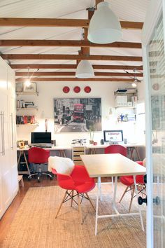 16 Fun Garage Makeovers Need more living space? Before you consider an addition, take a look at the garage. HGTV rounds up 16 stylish garages converted into craft rooms, home offices, gyms and more. Home Office, Garage Office, Garage Room, Garage House, Garage Playroom, Basement, Garage Art, Garage Renovation, Garage Remodel