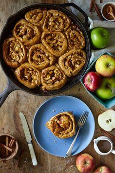 Caramel Apple Sticky Cinnamon Buns Soft cinnamon buns stuffed  Mein Blog: Alles rund um Genuss & Geschmack  Kochen Backen Braten Vorspeisen Mains & Desserts!
