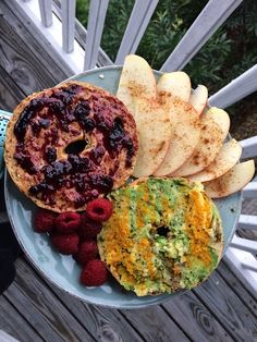 """blackcoffeeandblankpagess: """"First time in forever that my rest day has fallen on the weekend so I thought I'd use the extra time this morning to grab a bagel and coffee and spice up my breakfast. Healthy Breakfast Recipes, Healthy Snacks, Healthy Eating, Healthy Recipes, I Love Food, Good Food, Yummy Food, Food Is Fuel, Food Goals"""