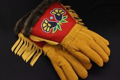 Men's Moose Hide And Beaver Fur, Fingered Gauntlet Native Style, Native Art, Loom Patterns, Beading Patterns, Cultural Crafts, Native American Crafts, White Rabbits, Nativity Crafts, Native Beadwork