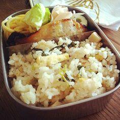 おはようお弁当。 - 5件のもぐもぐ - たけのこご飯、鰆味噌漬け焼き、ちーちく、甘酢しょうが、スパサラダ、 by hitomel