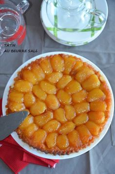 tart tatin with salted butter caramel pastry best Fruit Recipes, Apple Recipes, Pizza Recipes, Cookie Recipes, Easy Recipes, Salted Butter, Cookie Dough Truffles, Chocolate Chip Cookie Dough, Cake Mix Cobbler