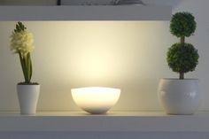 """Ein normaler Test wird den unzähligen Möglichkeiten der Philips-hue-Familie nicht gerecht; ins Labor mussten die E27-Lampen und die neue """"hue Go"""" dennoch. Phillips Hue Lighting, Philips Hue, Studio Lighting, Light Project, Smart Home, Rooms, Lights, Home Decor, Color"""