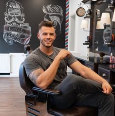 """💈so fresh and so clean 💇🏽♂️ ⠀ My friend and barber opened his second barbershop and I'm so proud of him 🤩 I visited him and got my """"last""""… Hunks Men, Hot Hunks, Hot Men Bodies, Handsome Faces, Men Handsome, Haircuts For Men, Men's Haircuts, Men In Uniform, Muscular Men"""