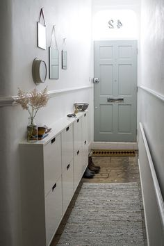 Decorating Small Spaces: 7 Bold Design Elements to Try in Your Hallways. Decorating Small Spaces: 7 Bold Design Elements to Try in Your Hallways Small Room Decor, Small Rooms, Small Apartments, Hallway Decorating, Decorating Small Spaces, Porch Decorating, Creating An Entryway, Grey Hallway, Small Space Design