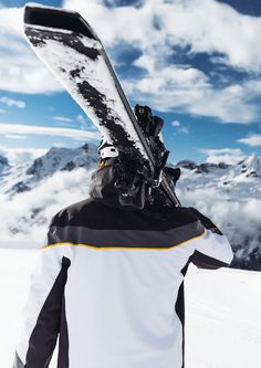 Highly dynamic: this sporty jacket boasts superior insulation without bulkiness, to provide warmth yet full freedom of movement. 360 Design, Round Design, Climate Engineering, Sight Lines, Ventilation System, Line Jackets, Skiing, Looks Great, Carving