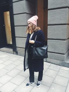v neck outfit Vneck Outfit, Fall Outfits, Casual Outfits, Street Style Trends, Mode Inspiration, Minimalist Fashion, Her Style, Beautiful Outfits, Winter Fashion