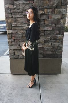 What a great dress! Photo gy La Lilo // Fashion / Style / Outfit / Neutrals / Modest Fashion /