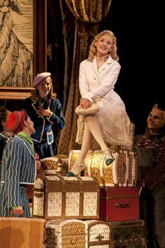 Cecilia de la Cueva as Glinda and Adam Sadwing as Boq - Wicked México Broadway Wicked, Broadway Theatre, Broadway Nyc, Broadway Costumes, Wicked Costumes, Theatre Nerds, Music Theater, Wicked Musical Quotes, The Witches Of Oz