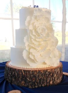 This Wedding Cake projects the blend of a love for nature and chic traditionalism. LOVE!