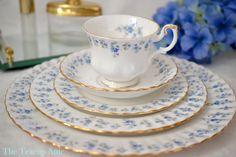 Royal Albert England Memory Lane Pattern Bone China Salad Plate Vintage Discontinued Tableware Set of 8