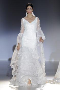 Desfile de Franc Sarabia en Barcelona Bridal Week 2013 | Moda nupcial | Vestidos de novia #BcnBridalWeek #Novias #Brides www.barcelonabridalweek.com