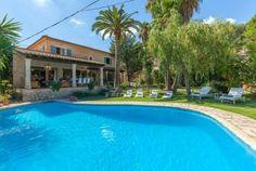 Beeindruckende Villa im traumhaften Gebirgsort Mancor de la Vall auf einem 1.500 m² topgepflegten Grundstück mit riesigem Pool und herrliche...