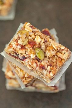 Customisable NO BAKE extra chewy granola bars- 1 bowl and ready in 10- GF + Vegan.
