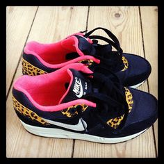2014 cheap nike shoes for sale info collection off big discount.New nike roshe run,lebron james shoes,authentic jordans and nike foamposites 2014 online. Nike Outfits, Crazy Shoes, Me Too Shoes, Dream Shoes, Nike Wedges, Nike Runners, Shoe Boots, Shoes Heels, Baskets