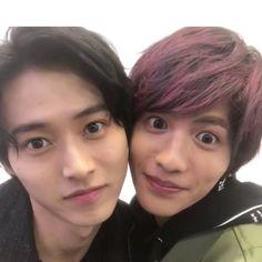 Kento Yamazaki and Jun Shison Kento Yamazaki, Japanese Boy, Art Reference Poses, Sweet Couple, Japanese Artists, Drama Movies, Asian Boys, Pretty People, Actors & Actresses