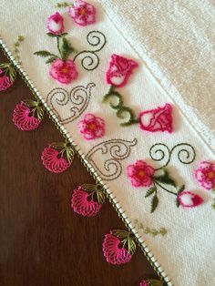 Knitted Poncho, Knitted Shawls, Simple Eyeshadow Tutorial, Tatting, Moda Emo, Needle Lace, Lace Patterns, Sweater Design, Knitting Socks