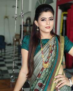 Tv artist veena ponnappa latest photos in saree Beautiful Girl Indian, Most Beautiful Indian Actress, Beautiful Saree, Beautiful Women, Sari Blouse Designs, Fancy Blouse Designs, Beauty Full Girl, Beauty Women, Simple Sarees
