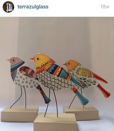 fused glass stand up animals Mosaic Birds, Ceramic Birds, Mosaic Art, Mosaic Glass, Fused Glass Ornaments, Fused Glass Art, Stained Glass, Bird Crafts, Clay Crafts