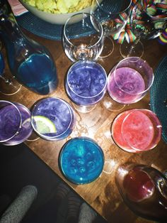 Aviva Champagne 🥂 16th Birthday Wishes, 20th Birthday, Girl Birthday, Champaign Glasses, Alcohol Aesthetic, Alcoholic Drinks, Cocktails, Neon Party, Happy People