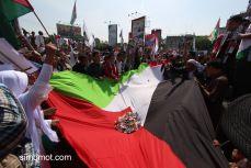 Sejumlah umat Muslim dari berbagai wilayah di Kota Medan melakukan penggalangan dana saat aksi solidaritas untuk Palestina di Bundaran SIB M...