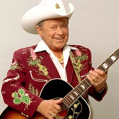 Grand Ole #Opry star Little Jimmy Dickens passed away at a Nashville area hospital at the age of 94. #RIP #JimmyDickens
