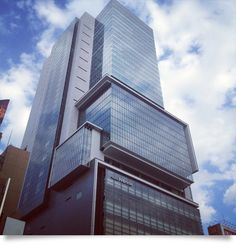 hikarie  青空がヒカリエのビルに映ってとても奇麗!!