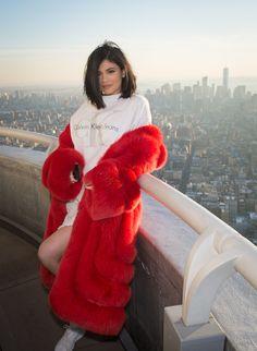 Kylie Jenner  #KylieJenner Visiting the Empire State Building in NYC 14/02/2017 Celebstills K Kylie Jenner