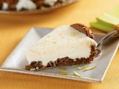 Foto: Torta de limão com cookies é muito fácil de preparar e fica super saboroso!  Anote a Receita: http://www.showdereceitas.com/receita-torta-limao-cookies/
